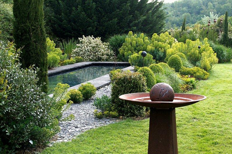 Jardin contemporain etdes euphorbes for Jardin contemporain photos